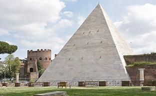八木通商がローマのピラミッド修復を単独支援