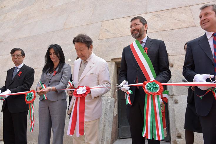 2015年4月20日に行われた修復完成式典には、当時のローマ市長イニチャオ・R・マリーノ氏も参加しました。